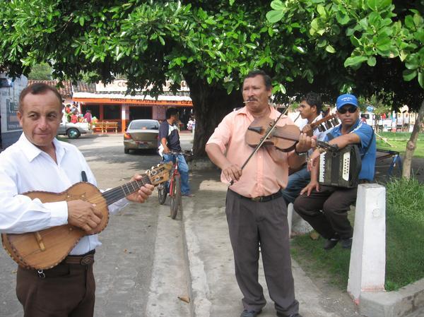 mariachi.jpg - 61.86 KB